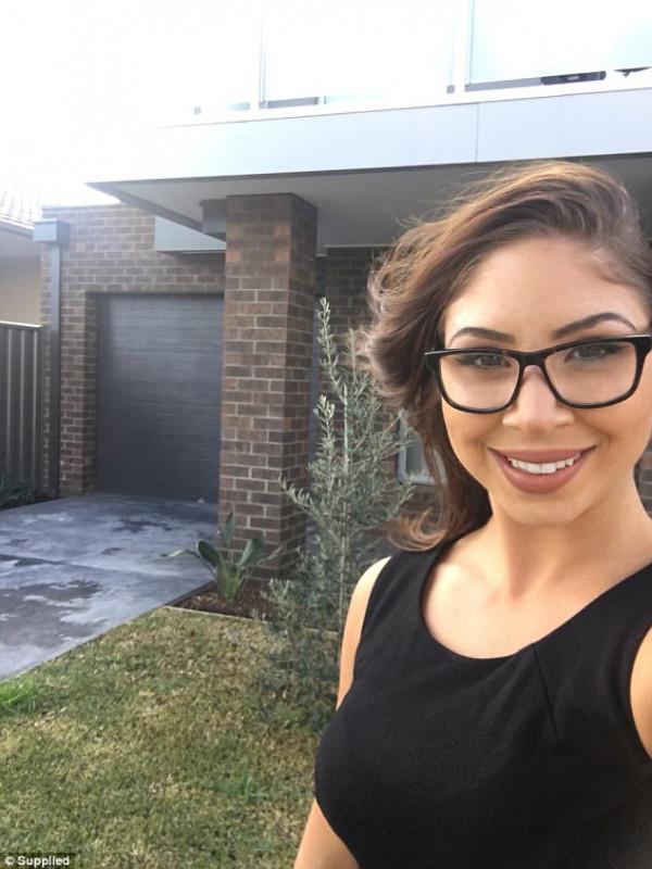 """澳23岁女大学生打5份工买下墨尔本CBD别墅 """"勤俭持家才是真道理"""""""