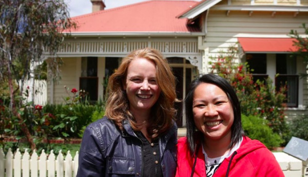 """澳洲亚裔同性情侣等待两年终于买到房!称""""一切都值得"""""""