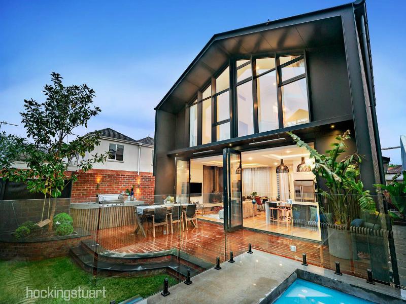 今年十大最受注目房产:大宅带泳池影院